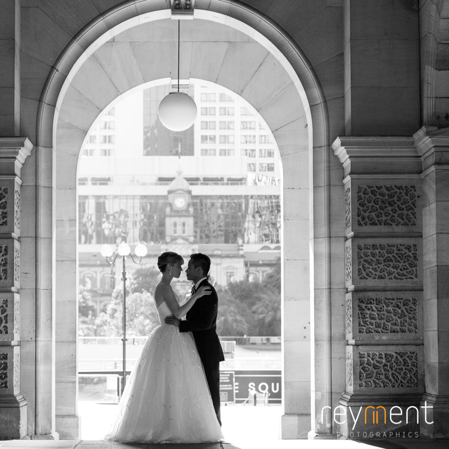 bride and groom photo shoot brisbane gpo
