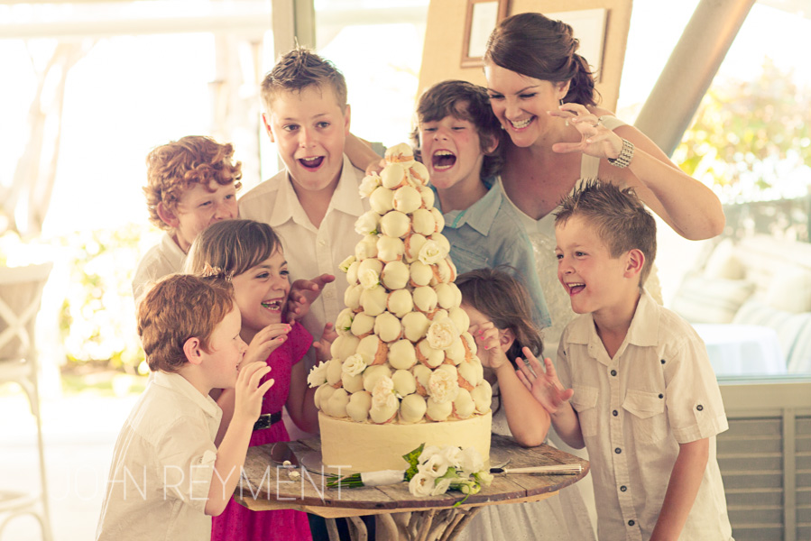 Sails Noosa Restaurant wedding cake by Sunshine Coast wedding photographer John Reyment
