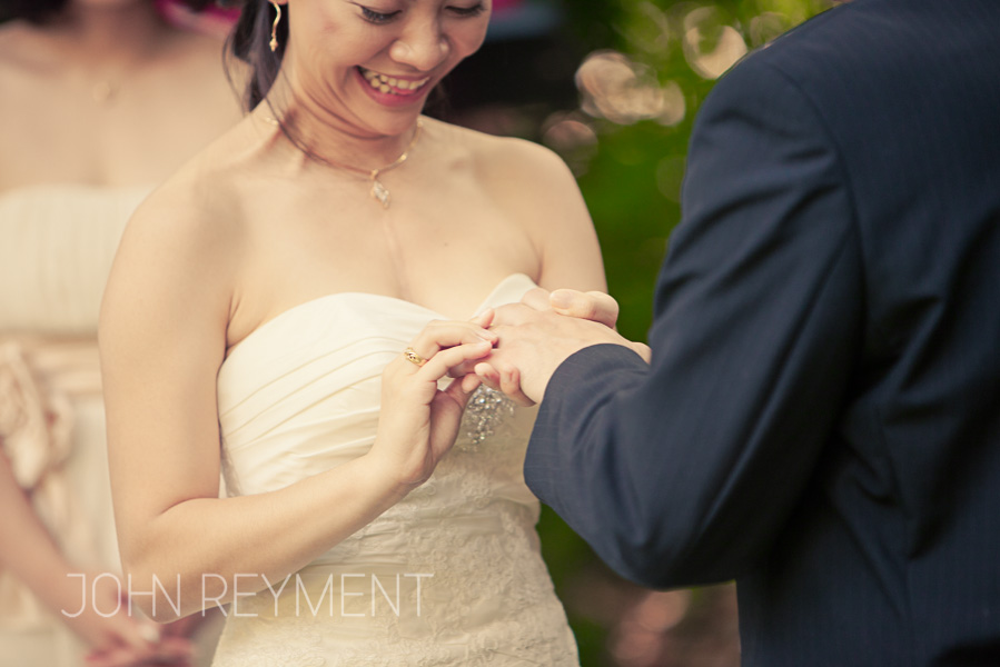 candid wedding photography by Brisbane wedding photographer John Reyment